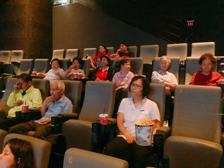 극장나들이(롯데시네마:라이언킹)를 다녀오셨습니다.