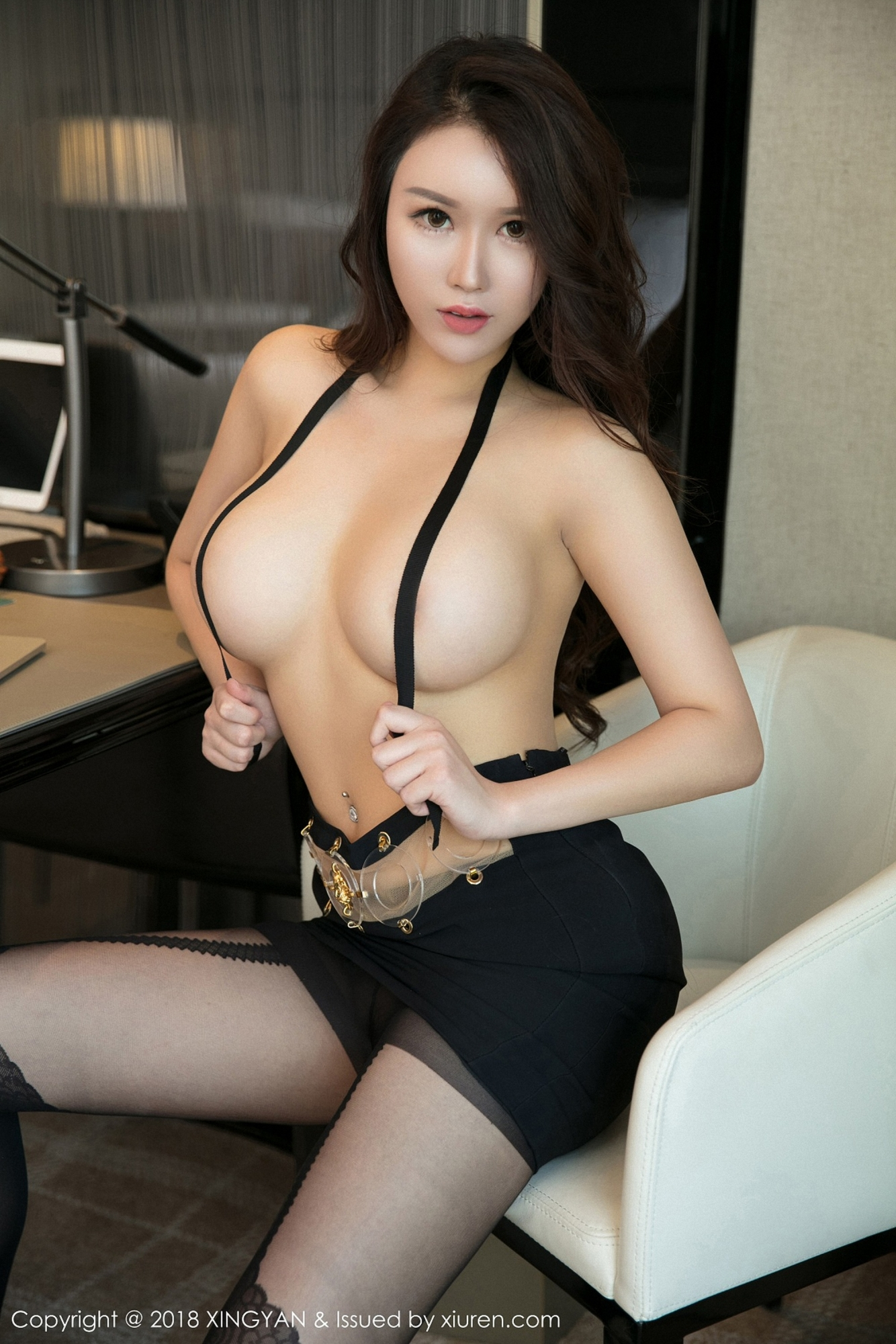 hot Chinese glamour in sexy mood