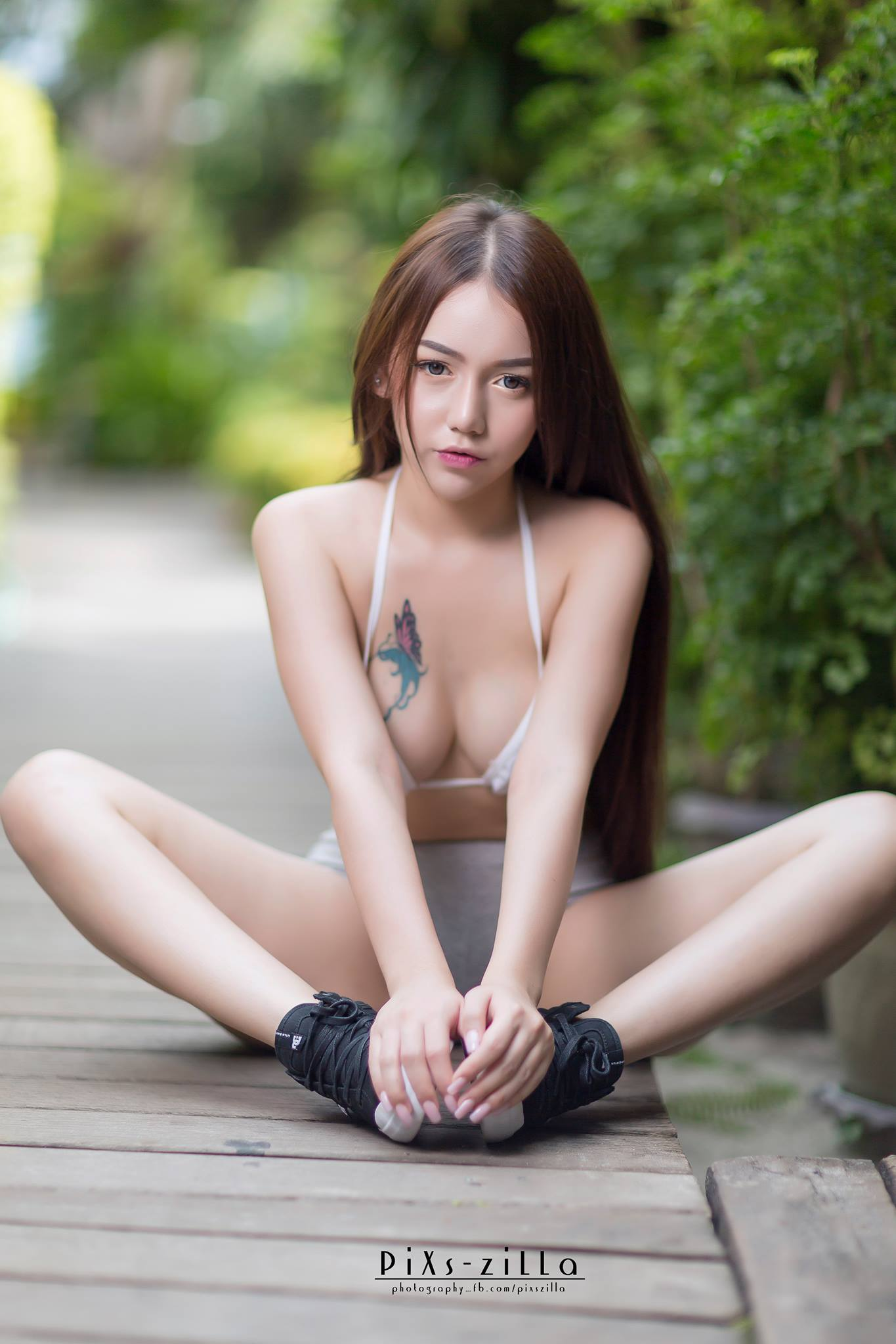 hot pose Asian girls